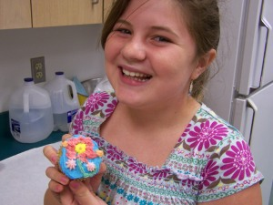 Hannah learns how to decorate cupcakes.